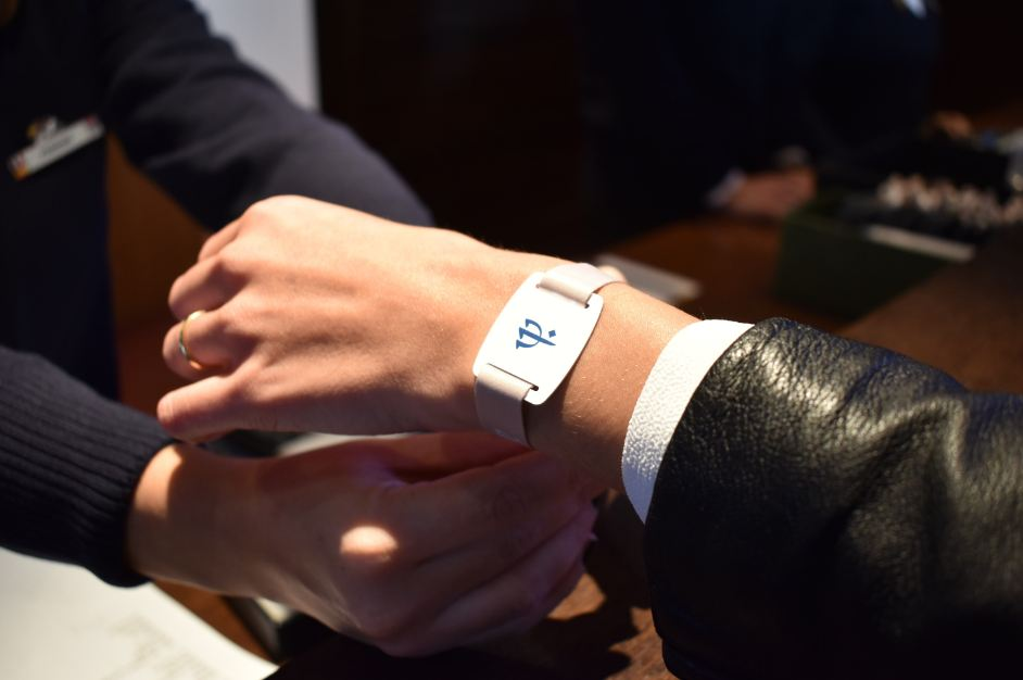 Club Med Takes Hle Free Up A Notch With New Digital Bracelet