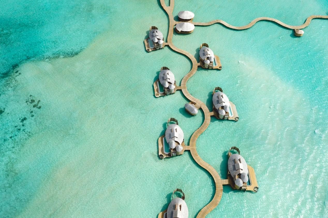 Soneva jani bags best over the top luxury award by jetsetter for Hoteles maldivas sobre el agua